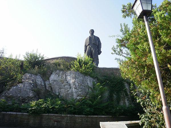 Памятник Левски Ловеч
