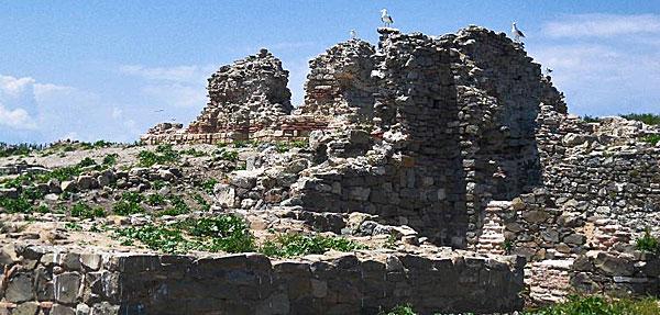 останки монастырской церкви на острове Святого Ивана